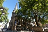 На площади Burgplatz находится церковь Мюнстер (Muenster), построенная в 850 году.
