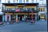 В центральной части города много магазинчиков и кафе