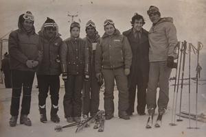 Первый слева — Александр Иванченков. Пятый — Александр Стрекалов. Шестой — Александр Серебров. Цахкадзор, 1979-1981 гг.