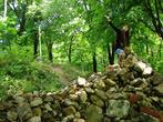 Принеси камень на строительство монастыря на горе.