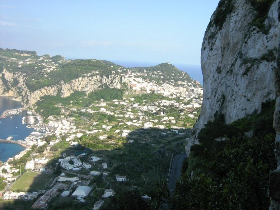 Скалы острова Капри