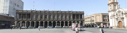 Одно из административных зданий
