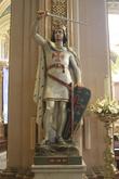 Немного странно видеть такой монумент в церкви. Но она же католическая, можно простить