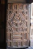 Двери 500 летней выдержки (хотя выдержки — это скорее петли).