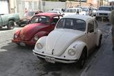 В городе много Фольксваген Жуков — легендарных авто — это говорит о том, что все-таки зарплаты здесь не очень высоки. А называют жуков здесь