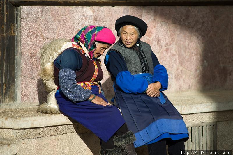 Большая часть здешнего населения — тибетцы.