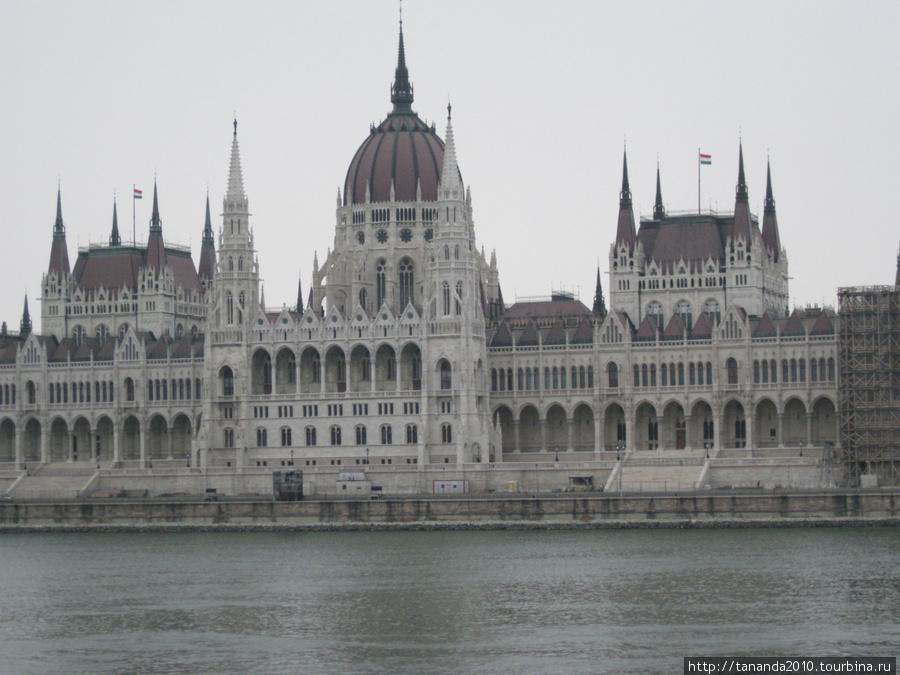 Вид на Парламент из Буды