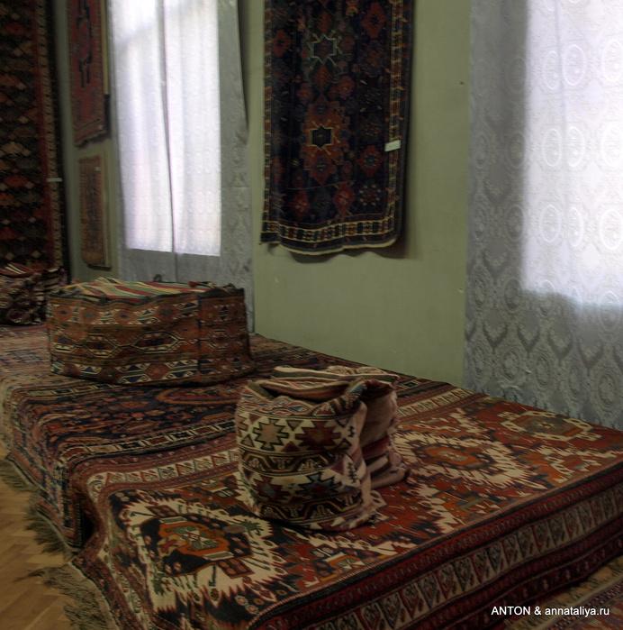 В музее азербайджанского ковра и прикладного искусства