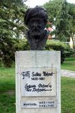 Памятник Султану Мехмету в городском парке в Манисе