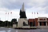 Памятник Ататюрку напротив Муниципалитета в Манисе