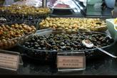 Оливки и маслины на традиционный завстрак в отеле