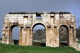 Трехарочные ворота в Патаре