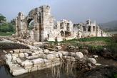 Древний храм в Патаре у пальмовой рощи