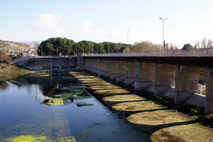 Мост у водохранилища  Демиркёпру (Demirköprü Dam)