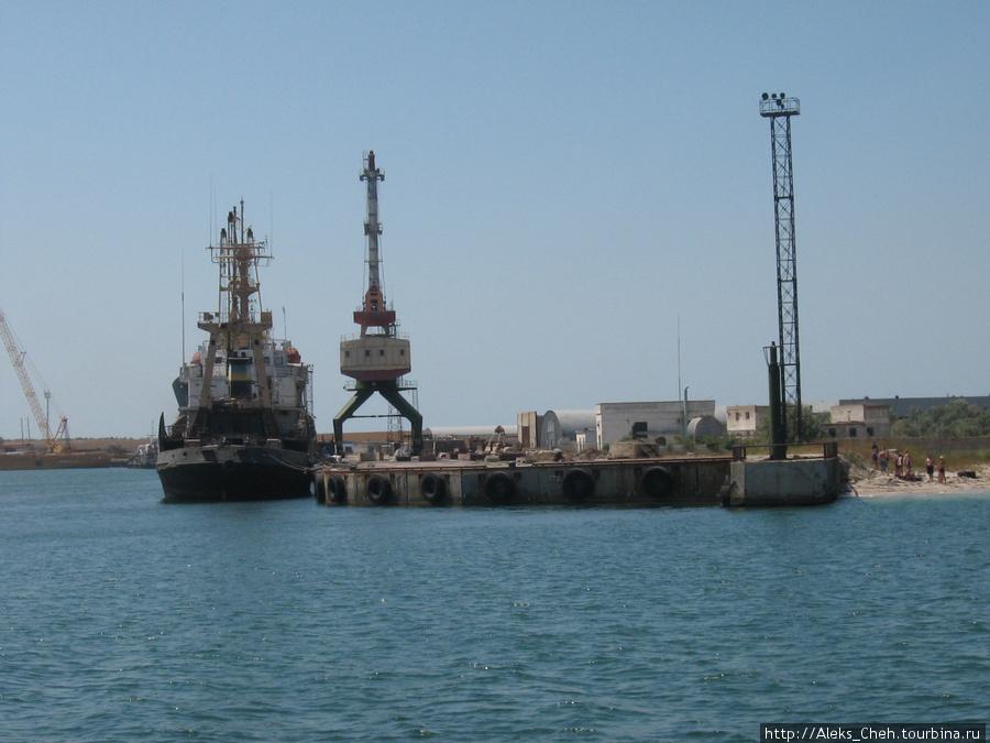 Недалеко от Межводного есть порт.
