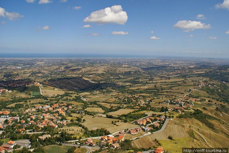 Вот вид на Итальянскую провинцию Эмилия-Романья и Адриатическое море.