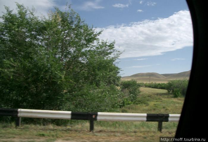 Дорога была тяжёлой, ибо ехали в ГАЗели, по жаре и в районе 6 часов.  Ландшафт за окнами менялся на бескрайнюю степь, как из фильма про Чингиз-хана, и не внушал особой радости.