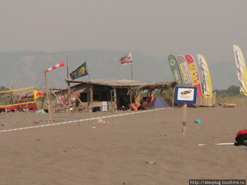 Центр винд- и кайт-серфинга на Великой Пляже в районе Ульциня. На вопрос