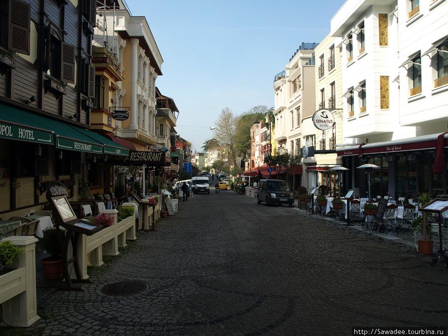 Akbiyik Caddesi