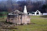 Баня и памятник