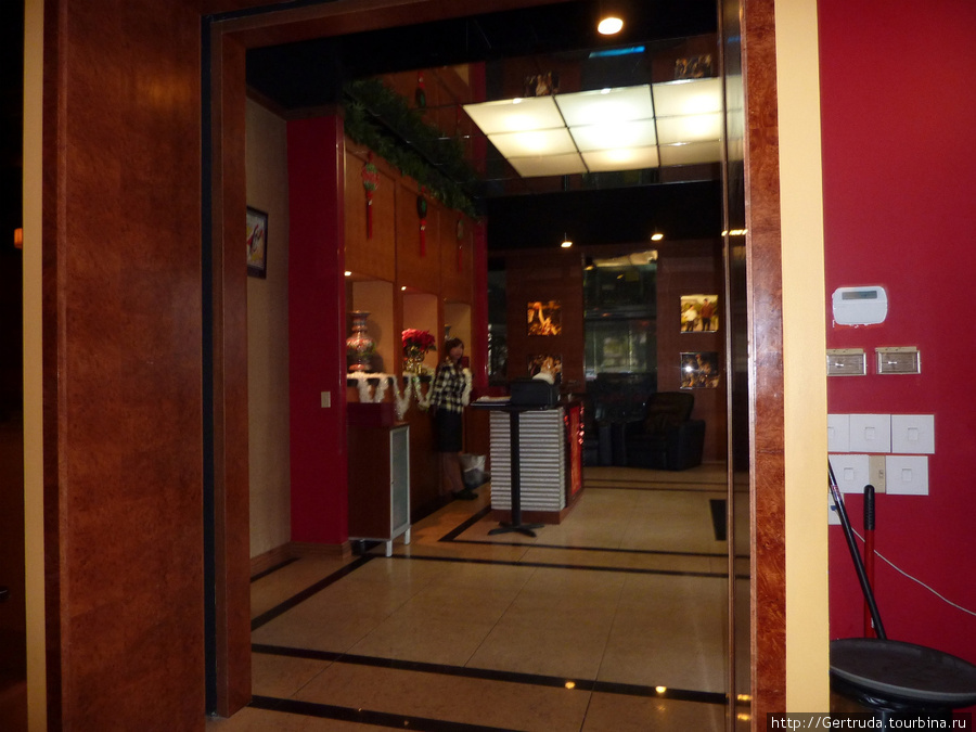 Вестибюль ресторана.