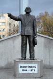 Памятник втором президенту Турции Исмету Инёню