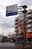 Указатели на улице Ататюрка в Чанаккале