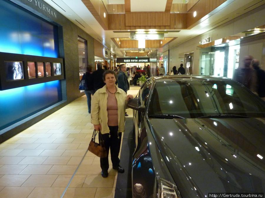 В Галерее можно приобрести даже автомобиль!