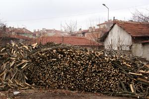 Топят по-прежнему дровами