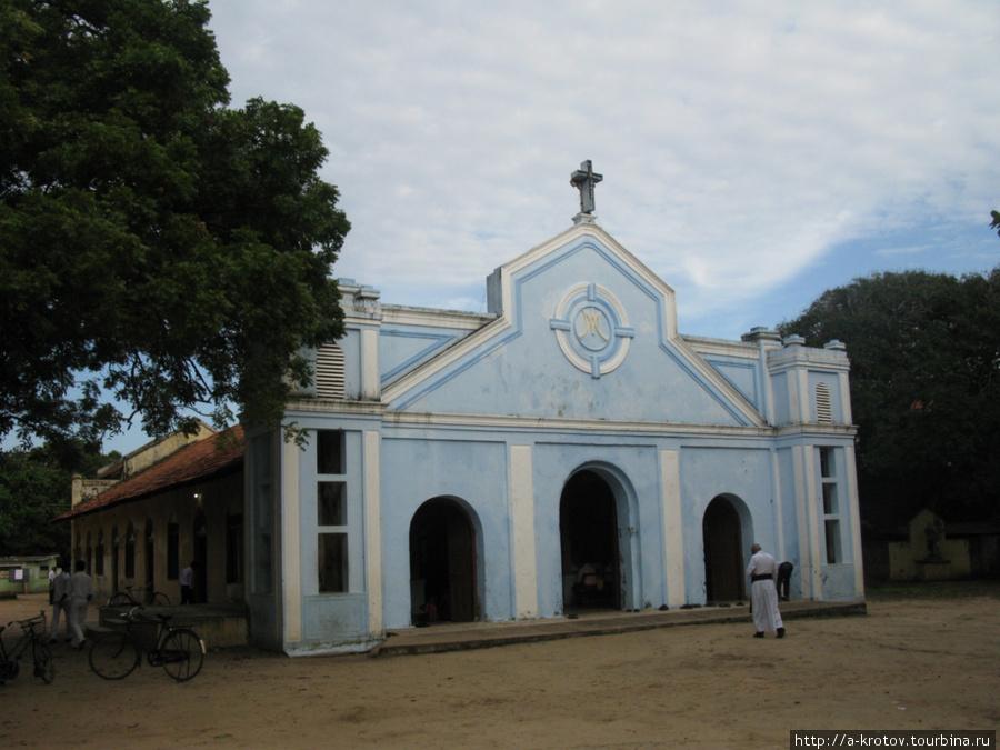 Другая церковь. Их тут много