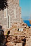 Таба.Эта часовня стоит на берегу Кинерета на месте часовни Первосвятительства Св.Петра.Тут произошло третье явление Христа апостолам.