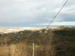 Вдали видно город Монтесильвано и Адриатическое море.