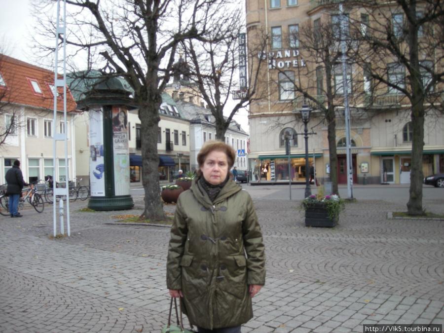 Площадь перед отелем.