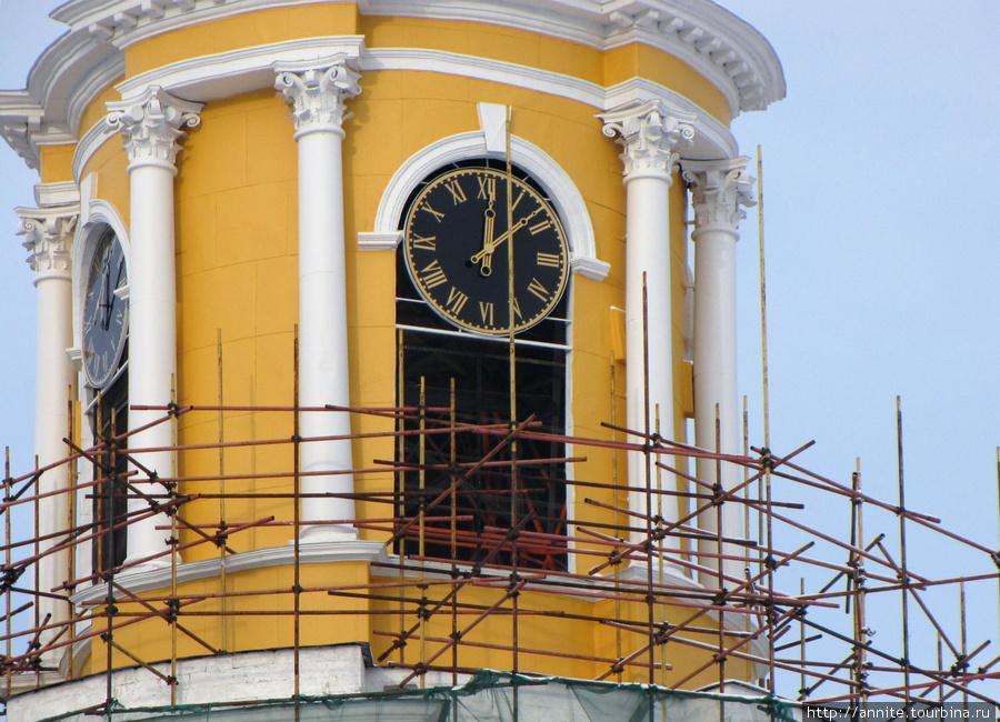 Фрагмент четвертого яруса — часы — появились совсем недавно, после реставрации.