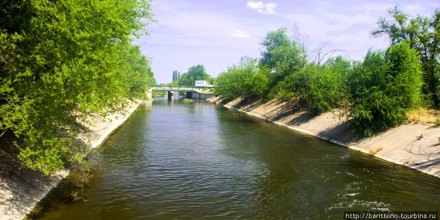 Оросительный канал в быковском районе Волгоградской области