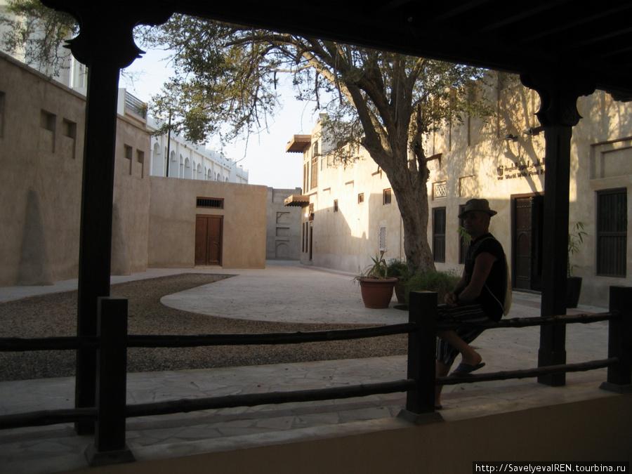 Площадь внутри поселения-собирались же люди и тогда где-то вместе.