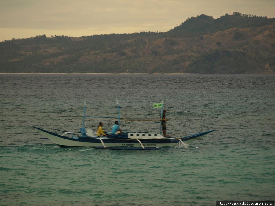 Вид с Пука шелл на остров Карабао