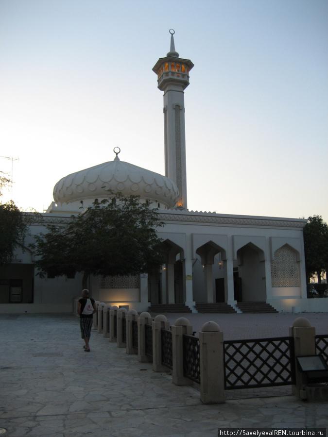 Самая большая мечеть в старой части города.