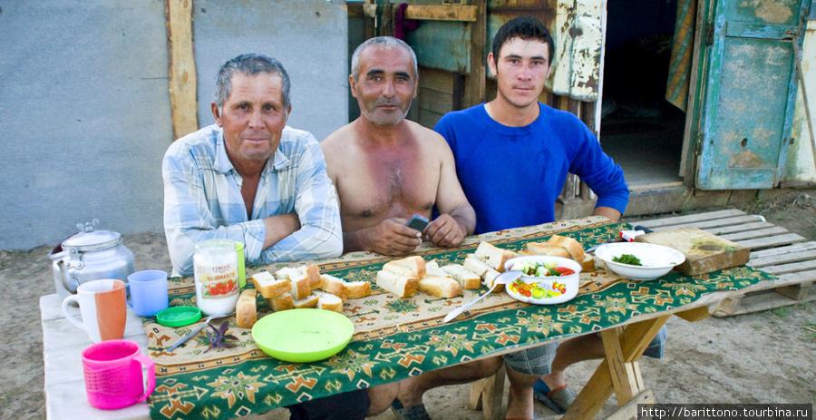 Таджики, сельские работники Поволжья, Дона и Кубани — привычные люди для этих мест.
