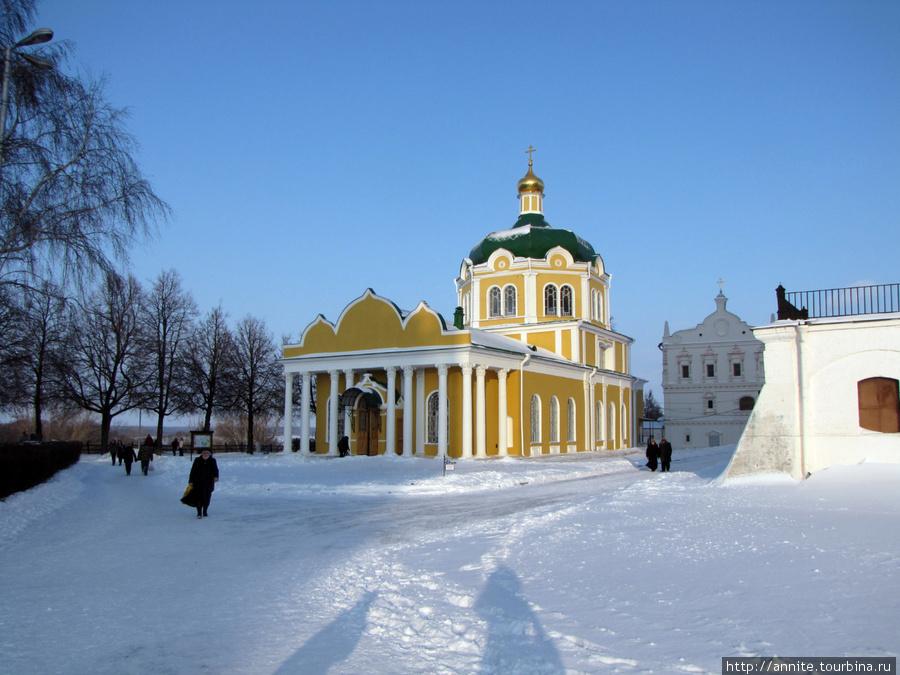 Вид на Христорождественский собор (XV — XIX в.в.) с Кремлёвского вала.