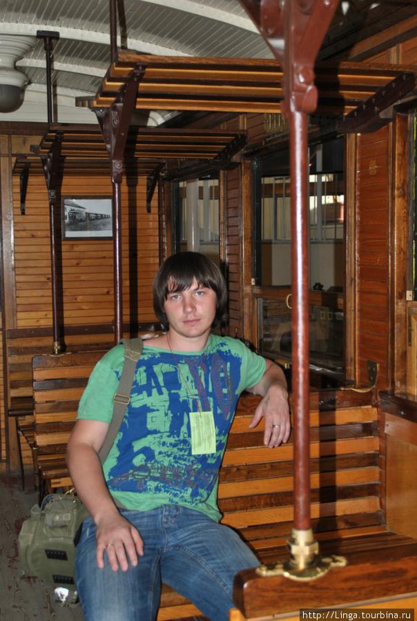 Внутри музея — настоящий ретро-трамвай, в который можно зайти и посидеть
