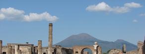 Помпеи на фоне Везувия