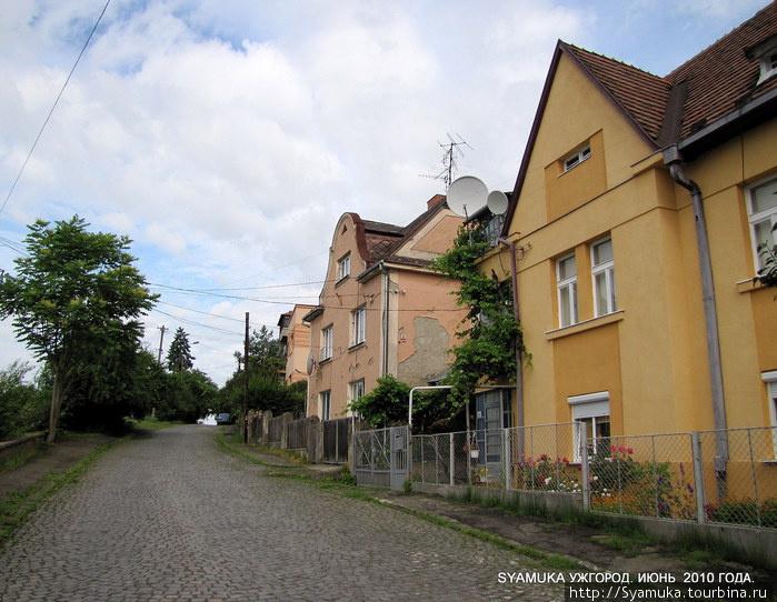 Крепкие дома, мощеные улицы, маленькие палисадники.... Везде прибрано, чисто и аккуратно.