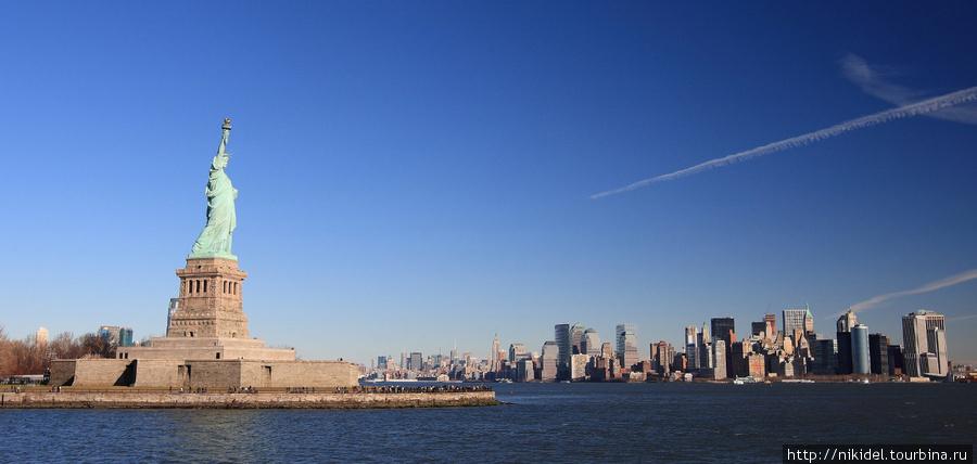 вид на Статую Свободы и Манхэттан