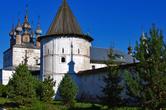 Михайло-Архангельский монастырь (XIII век, между прочим, хотя собор и конца XVIII, что хорошо заметно)