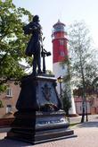 Памятник Петру Первому и маяк в Балтийске
