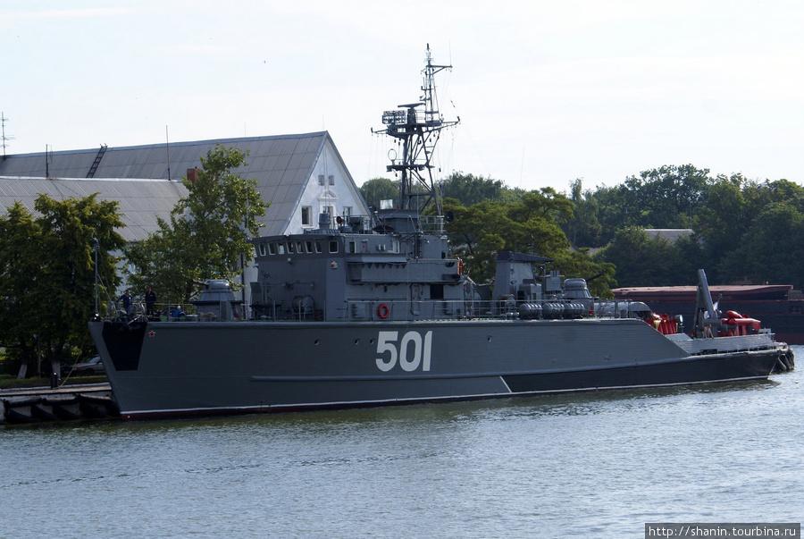 Сторожевик у пристани в Балтийске Балтийск, Россия