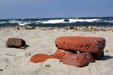Старые кирпичи на берегу Балтийского моря