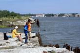 Рыбаки на берегу Балтийской косы