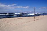 Пляжный волейбол на берегу Балтийского моря — очень ветрено